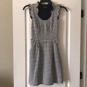 Elle houndstooth sleeveless dress